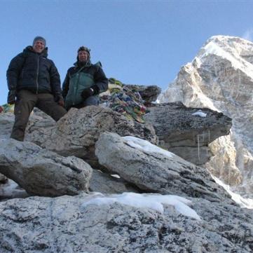 Christian och Henry på toppen av Kala Pathar.