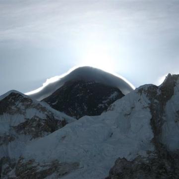 Everest i soluppgång.