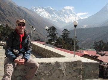 Mäktiga toppar i bakgrunden. Här ser vi Everest och Nuptse.