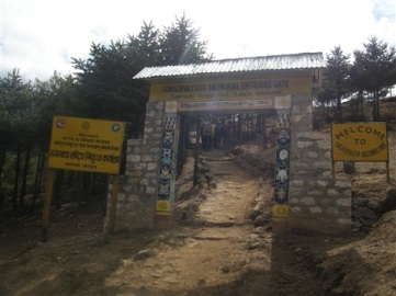 Porten till Sagarmatha nationalpark.