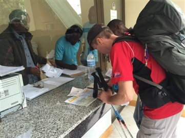Registrering vid Machame Gate.