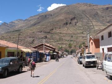 På väg mot Ollantaytambo stannade vi till i byn Pisac.