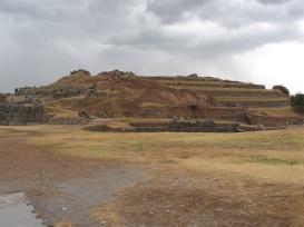 Saqsayhuamán - enorma stenformationer som byggdes av inkafolket för att hylla regn, blixt och åska.