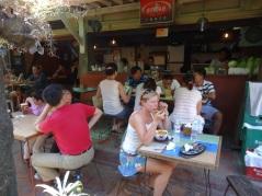 Bästa och billigaste maten på Boracay fortfarande tycker vi - på Smoke resto.