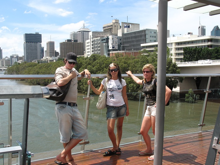 BB Brisbane bakom