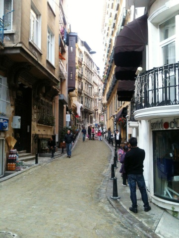 ...längs Istanbuls mysiga gator.