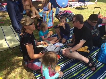 Katrina, barnen, Mike och Ante på Adventure world.