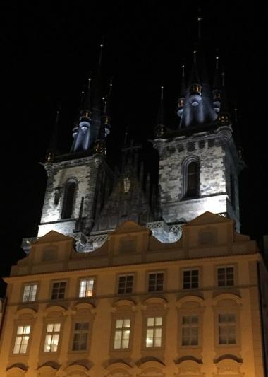 ...som egentligen är Týn-kyrkan