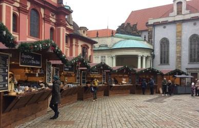 Julmarknad inne på borggården.