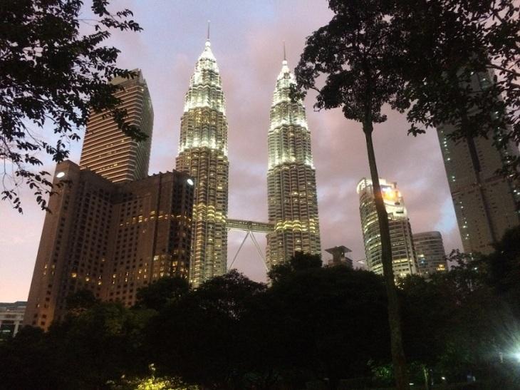 KL Petronas Twin Towers night