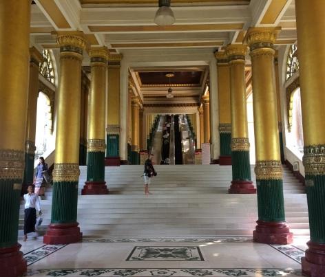 Yangon Shwedagen långa trappor