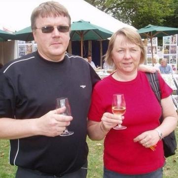 614 Hannu och Vappu smakar viner