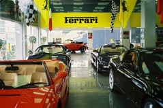 Här kan man köpa sig en Ferrari.