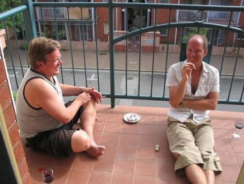 Cigarr på balkong i lägenheten