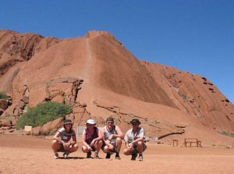 Besök vid foten av Uluru