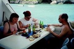 BBQ-lunch på båten.