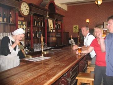 Öl i saloonen i Souvereign Hill