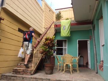 En trappa upp bor vi.